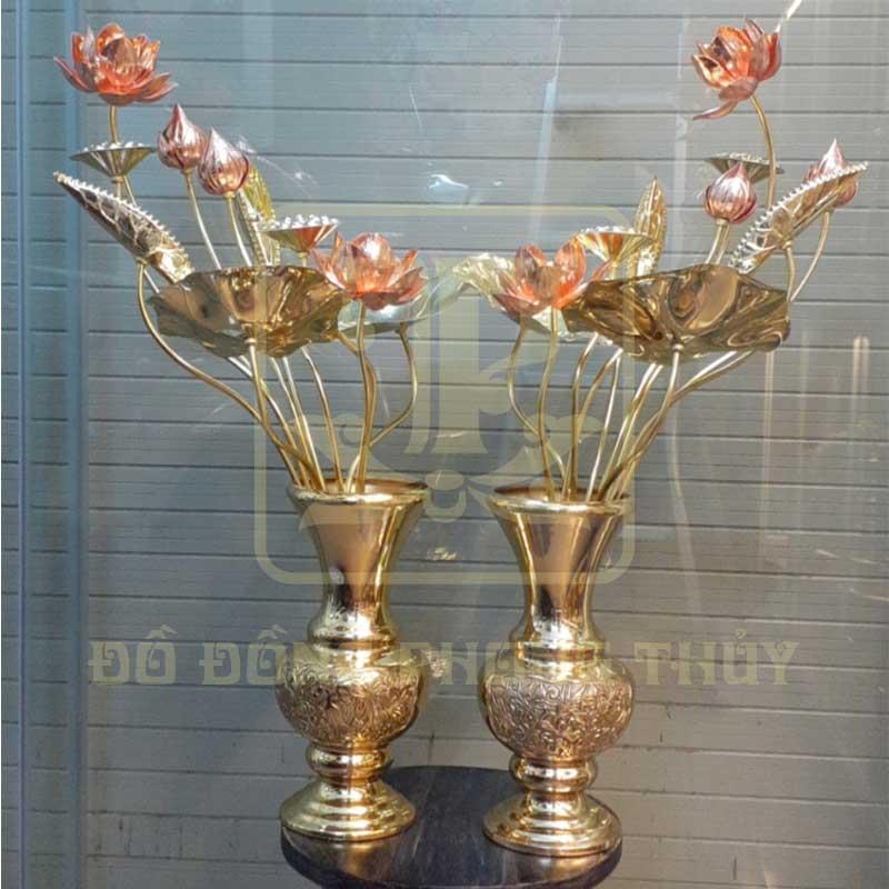 Đôi lọ hoa sen bằng đồng vàng